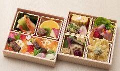 ★極上飛騨牛ローストが入った「旬の彩り弁当2段」 3,200円 -要予約-