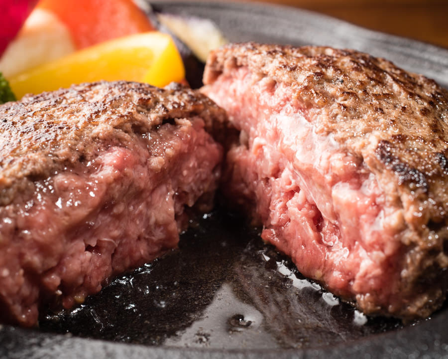 『牛トロハンバーグ。』肉汁と脂の甘みを堪能下さい。