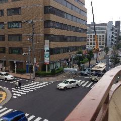 サンサン通り進行方向左側を直進すると、店があります。