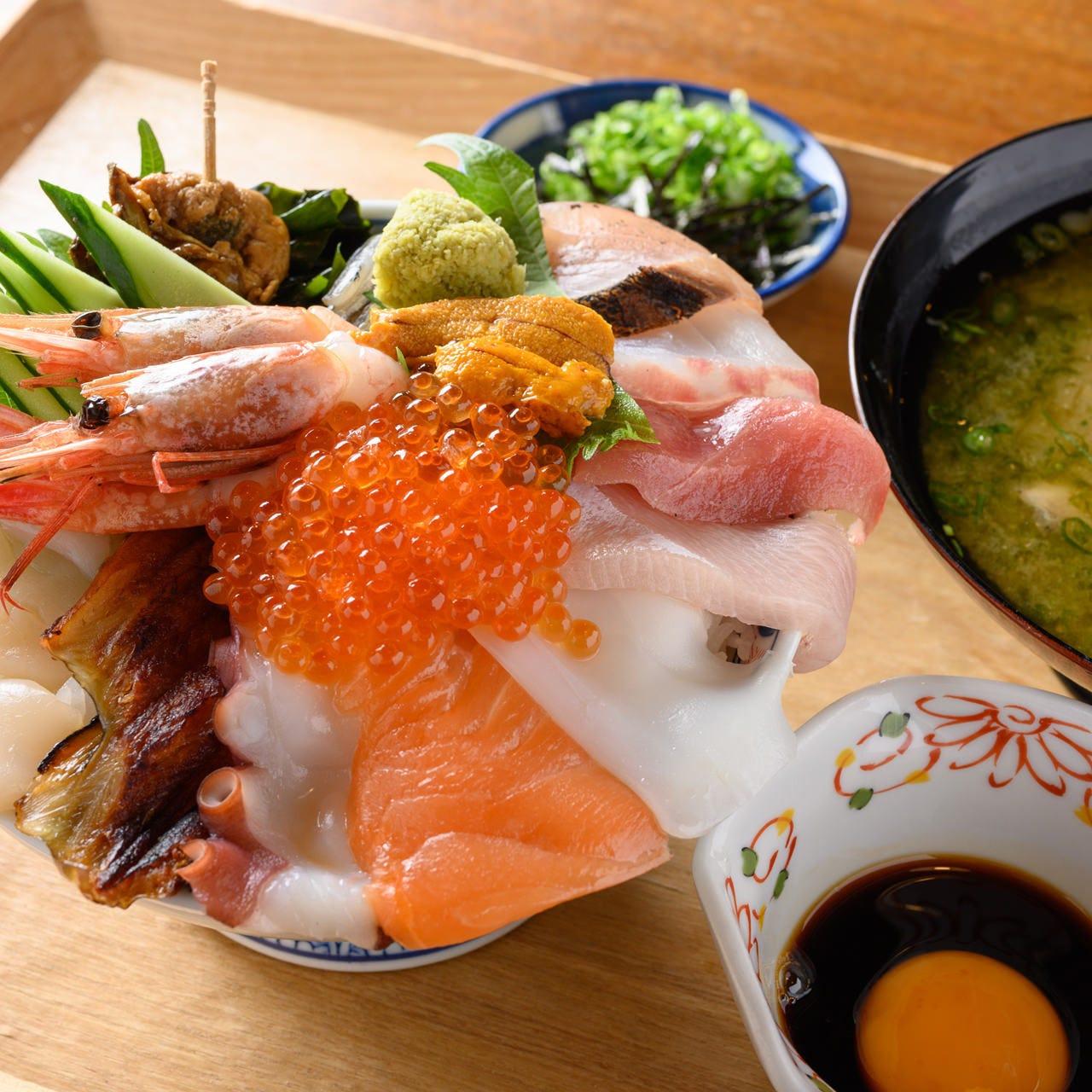 新鮮な海の幸が魅力の平日ランチ&贅沢漁師飯が人気の週末ランチ