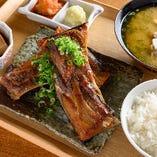 名物!マグロカマ焼定食 (一本付け/二本付け)
