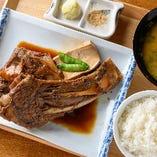 名物!マグロカマ煮付定食 (一本付け/二本付け)