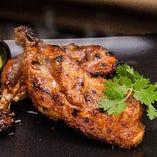 絶妙な焼き加減とスパイスの香りが自慢のタンドゥール料理