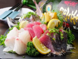 季節の旬のお魚をシェフが厳選してお造りにいたします