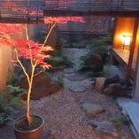 和庭園を眺めながらくつろぎのひと時をお過ごしいただけます。
