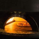 釜で焼き上げるピッツァやパスタもメニュー豊富です♪