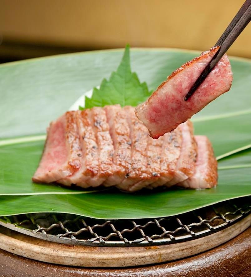 極上の味わい『特選黒毛和牛(A5) サーロイン炭火焼き』