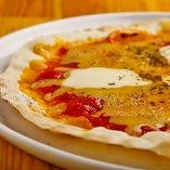 薄焼きピザはスナック感覚で!外側はパリッと、中はもちっと♪