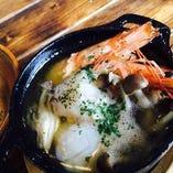 殻ごと食べられる天使の海老のアヒージョ
