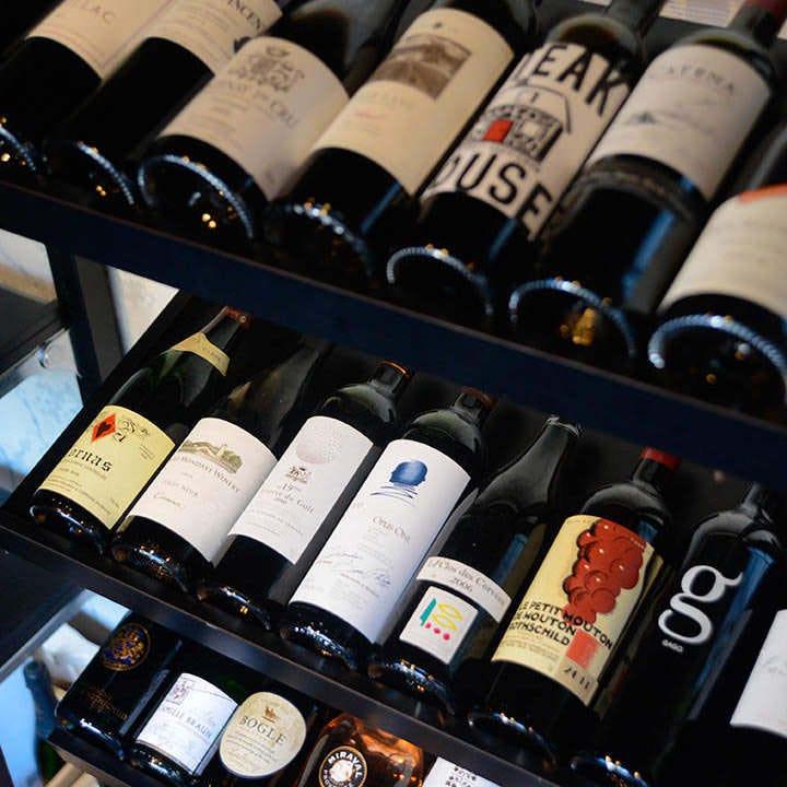 牛肉に合う、赤ワインをはじめとしたワインも豊富にございます
