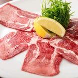 肉の旨味を逃さない焼き方を、コースではタンにて実演させていただきます