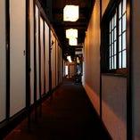 古くから京都の町並みを眺めてきた、町家を改装した雰囲気の良い空間です