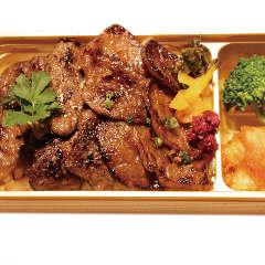 【黒毛和牛バラ&黒毛和牛ロース】いづつ家よくばり丼