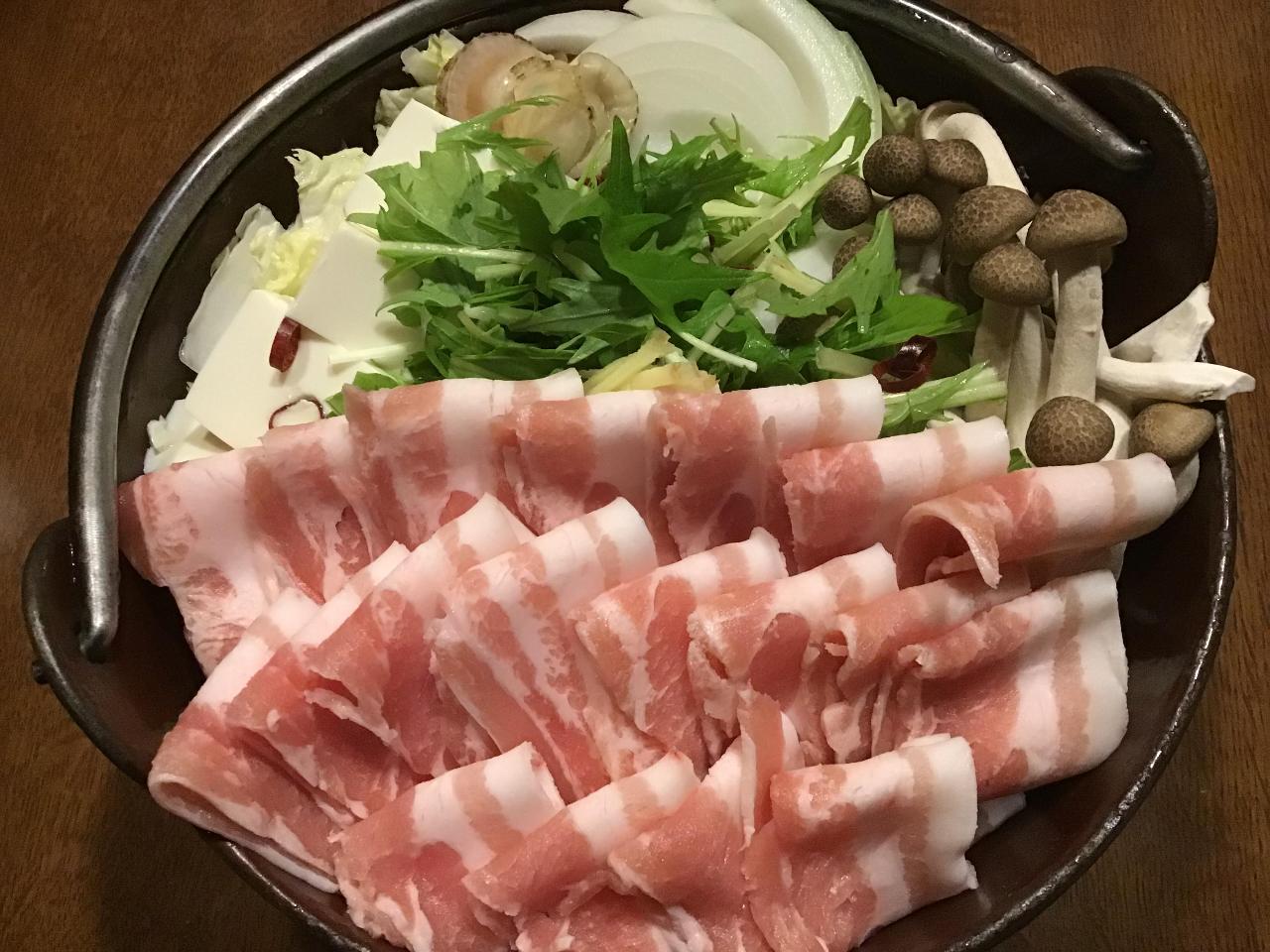 刺身盛り合わせも、鍋物もお代わりできます。」