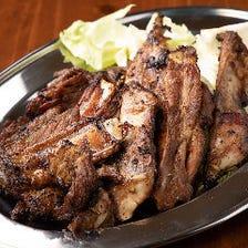 肉の甘みを引き出す秘伝のタレを使用