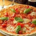 フレッシュモッツァレラチーズの贅沢マルゲリータ