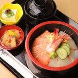【お昼の献立】海鮮丼ランチがおすすめ★
