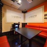 デュアルプロジェクタールーム※写真はイメージです。店舗によりルームが異なる場合がございますのでご了承ください。