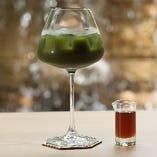 京都の宇治抹茶の濃いグリーンティー