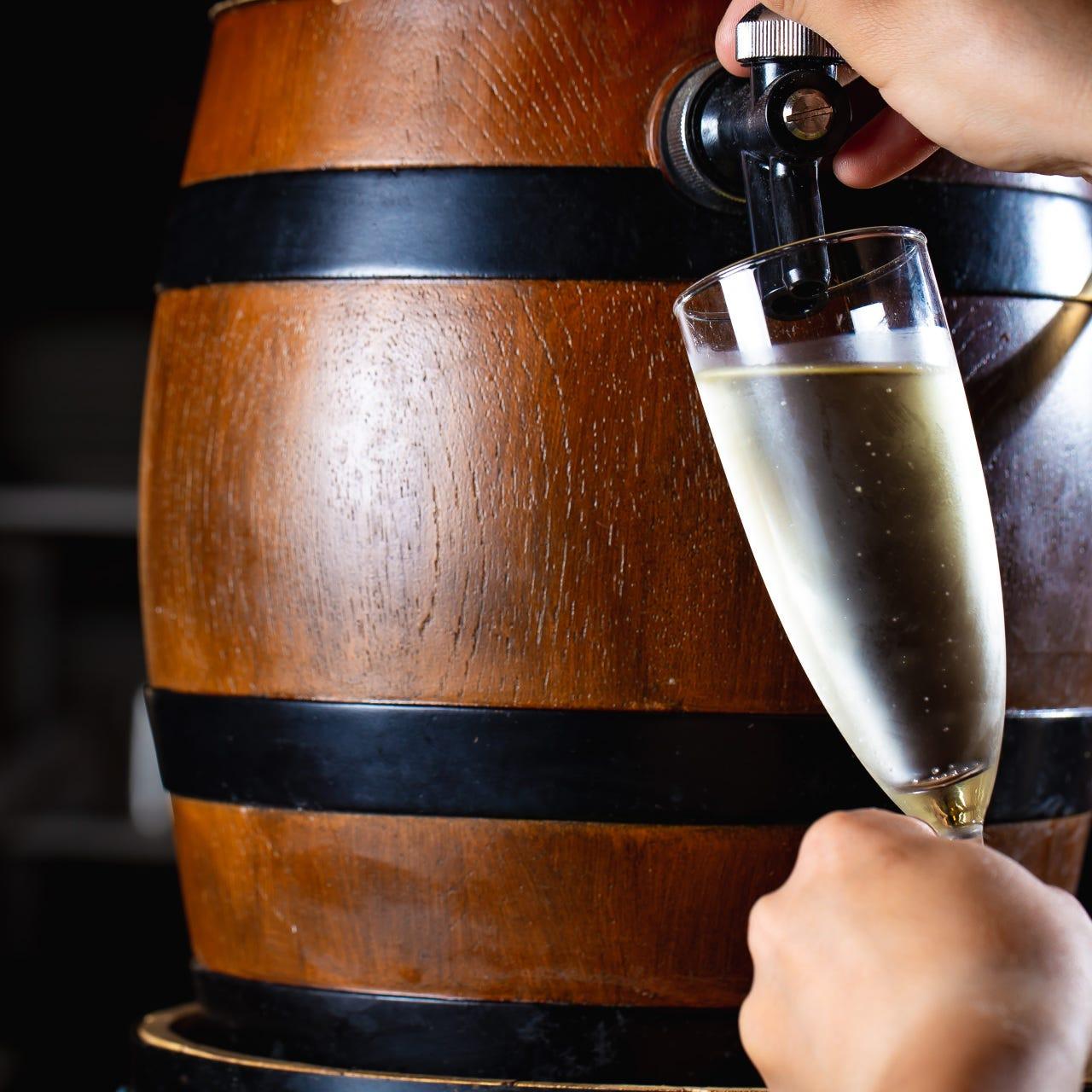 赤・白・スパークリングワイン・サングリア等常時100種以上用意