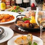 女子会、歓送迎会に 前菜、サラダ、オムレツ、メイン、カルドッソ(米料理)、デザート、コーヒー付コース¥3000~プラス¥500でカルドッソをパエリアに変更可。飲み放題付プラン¥4300~