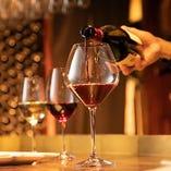当店ソムリエが料理に合う厳選した30種以上のグラスワインを堪能