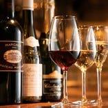 香りや味を楽しめるよう銘柄ごとに異なるワイングラスでご提供