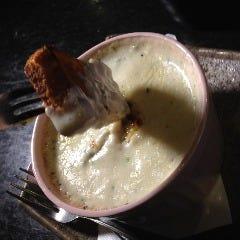 あさりとヤリイカの香草バタークリーム煮フォンデュ仕立 パン添