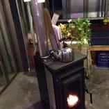 炎っていいですね!!冬限定ペレットストーブがすごく良い雰囲気をかもし出します