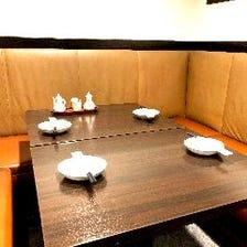落ち着いた雰囲気のテーブル
