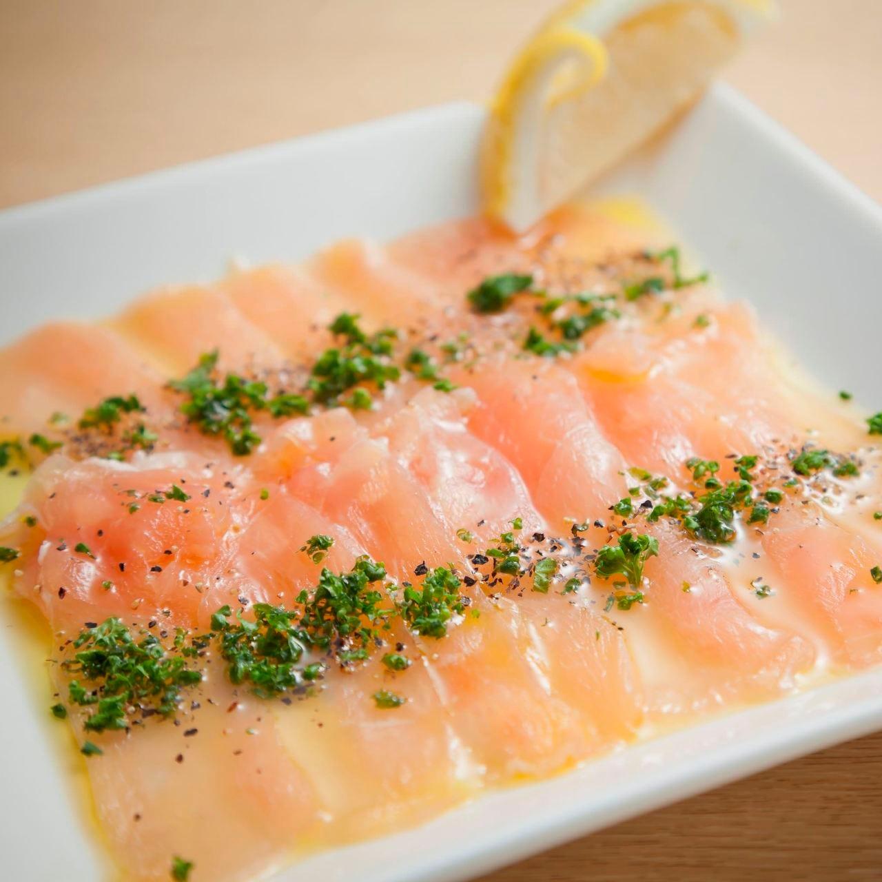 珍しい一品【国産】鶏生ハムのカルパッチョ550円