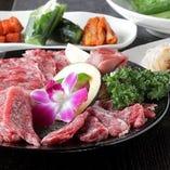 一番人気の燦然セット。黒毛和牛カルビ、和牛ロース、ハラミ、タン塩の全4種のお肉盛り合わせのお得なセット。(写真はイメージです。)