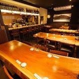 お席は空間をあけ、通常の半分の席数のみで営業しております!