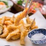 揚げたてのアツアツ、身はぷりっぷりの江戸前天ぷらをご堪能ください。