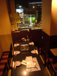夜景が見えるテーブル個室。