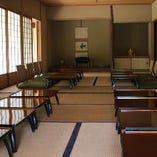 日本庭園の見える座敷でゆっくり、くつろぎの和個室