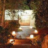 夜の庭園は、より一層高級感が増します。
