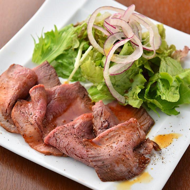 柔らか食感とジューシーな肉質がたまらない自家製ローストビーフ