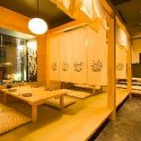 二階の半個室はゆったり寛ぎのお座敷席で宴会に最適