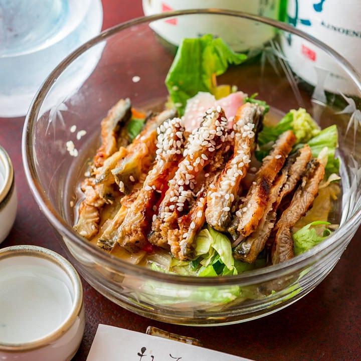 野菜とうなぎの三杯酢和え「うざく」はサラダ感覚で楽しめます