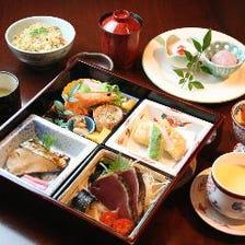 【はりまや御膳】お昼限定の特別献立。9種の旬菜盛合せ等、女性のお客様に人気です!
