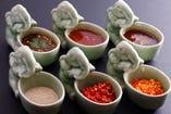 コクと奥行きのある、タイ伝統的な5種類のスープから組み合わせる本格鍋。