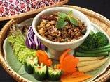タイ北部式豚肉のスパイシーグリル