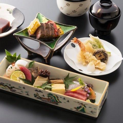 お昼のご接待やご会食にも最適なご膳やコースがございます。