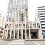 泉岳寺駅徒歩4分!こちらのビルを目印にお越しください