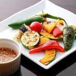 旬の旨みを閉じ込めた「京野菜のオーブン焼き」