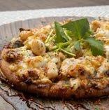 海の幸のしぐれ煮と小柱と春野菜のピザ