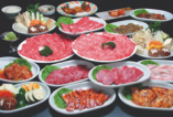 焼肉・すき焼き・しゃぶしゃぶの三種食べ放題!