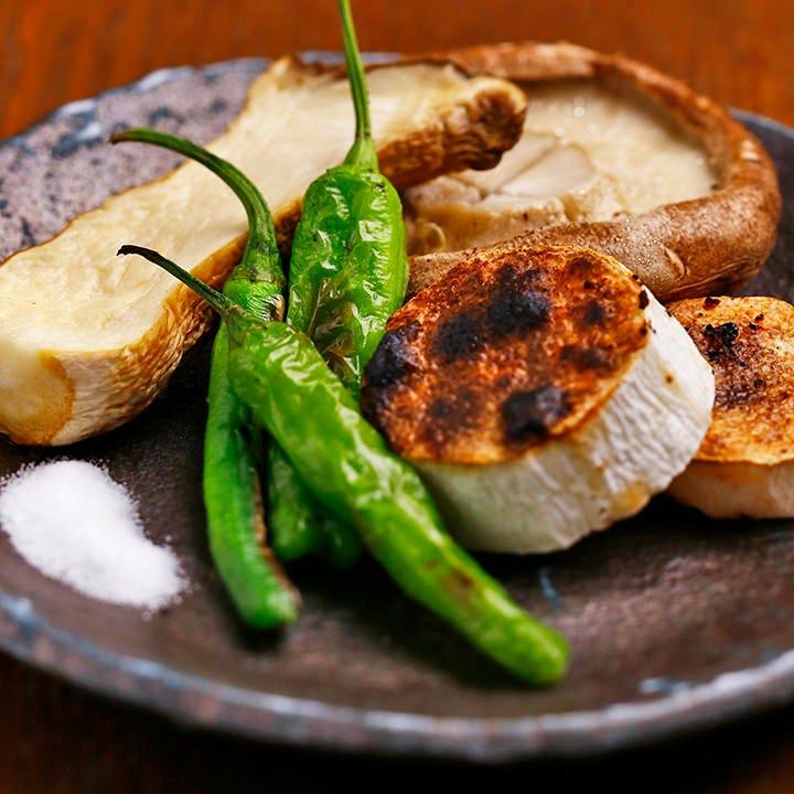 旨み閉じ込めた旬の焼き野菜を特製塩やポン酢でどうぞ♪