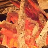 炭火の遠赤外線効果で、外は香ばしく、中はホクホクに仕上がります♪余分な脂は落ち、素材の旨味が凝縮!